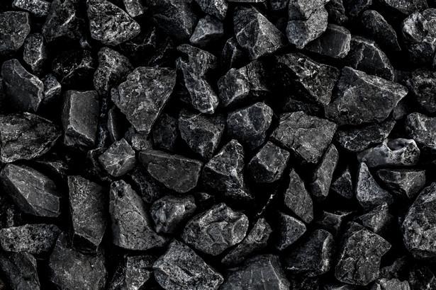 Nowe rozwiązania mają pomóc ograniczyć smog i napływ do Polski niesortowanego węgla. Przedsiębiorcom, którzy się do tego nie dostosują, grożą wysokie kary pieniężne, a nawet kara więzienia.