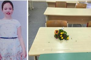 UMESTO ISIDORE I KNJIGA, NA NJENOJ KLUPI SAMO CVEĆE Potresna slika iz škole koju je pohađala devojčica koju je pregazio auto (FOTO)