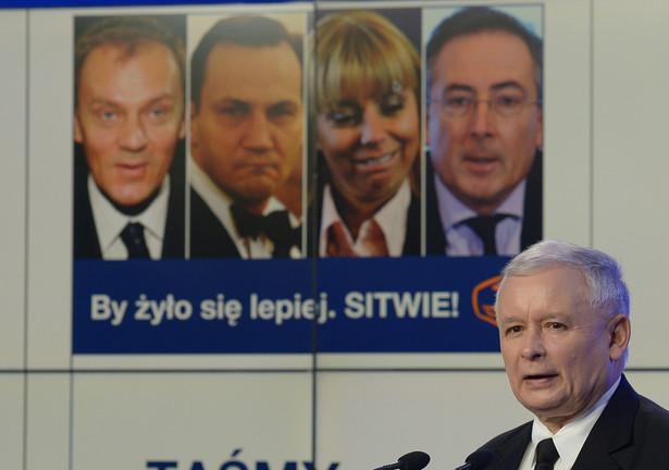 Prezes PiS Jarosław Kaczyński podczas konferencji prasowej prezentującej nową kampanię antyrządową. Fot. PAP/Radek Pietruszka
