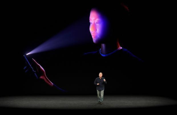 Wykorzystajmy przykład Apple, bo ta firma chyba najlepiej opanowała sztukę wpływania na nasze postrzeganie produktu