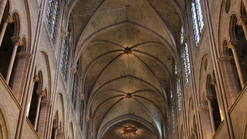Ewakuacja w katedrze. Przed ołtarzem zastrzelił się mężczyzna