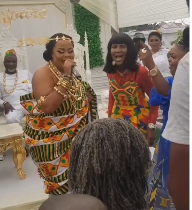 Gifty Osei singing on her wedding day