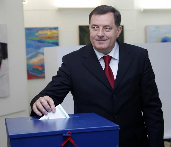 Predsednik RS Milorad Dodik na glasanju u Banjaluci