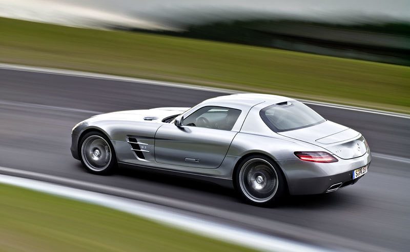 Czy Mercedes-Benz SLS AMG to Dodge Viper?