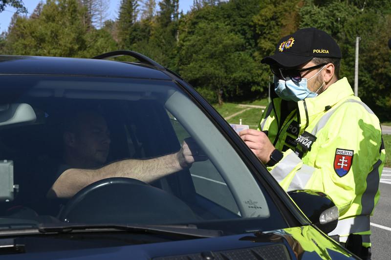 Policajt je väčšinou povýšený na základe odslúžených rokov.