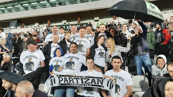 Navijači Partizana, svi kao jedan, ovacijama su pozdravili Ilića