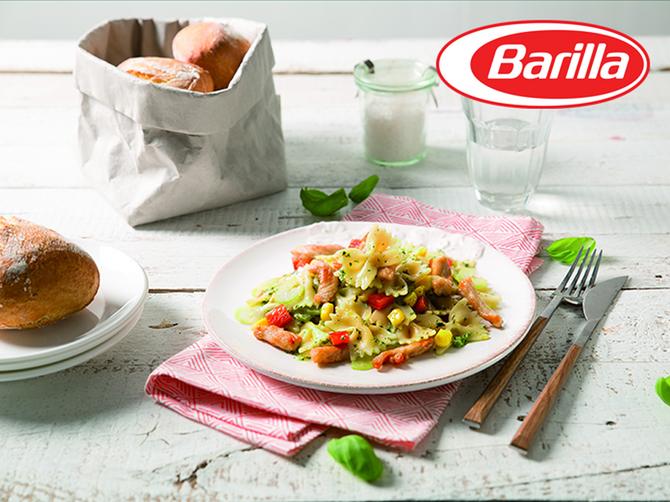 Salata s testeninom Farfalle sa sosom Pesto Genovese, ćuretinom i paprikom