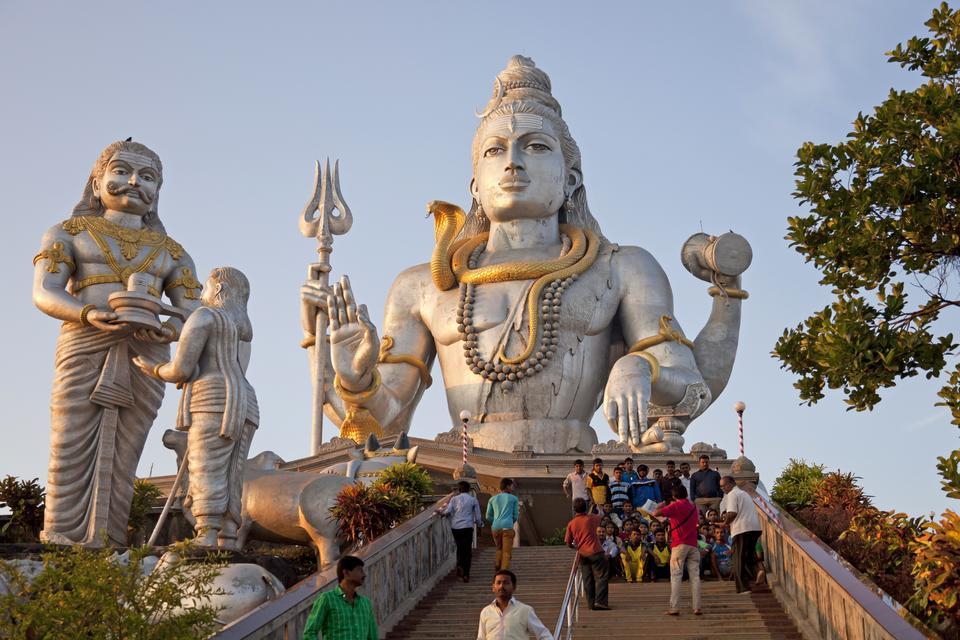 Posąg boga Śiwy w Indiach