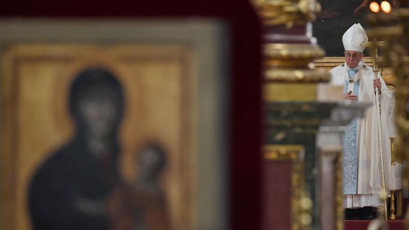 Papież Franciszek odprawia mszę przy ikonie Salus Populi Romani w Bazylice Santa Maria Maggiore