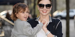 Miranda Kerr na spacerze z synkiem