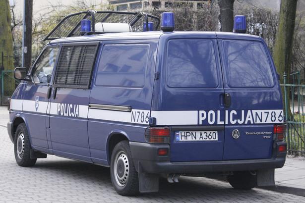 Zarzuty przekroczenia uprawnień i nieumyślnego spowodowania śmierci postawiła dziś Prokuratura Okręgowa w Olsztynie dwóm białostockim policjantom, w śledztwie dotyczącym interwencji, po której zmarł obywatel Niemiec.