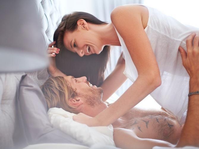 8 stvari koje muškarac voli da vidi na ženi TOKOM SEKSA. Za jednu nikada ne biste rekli DA IH PALI!
