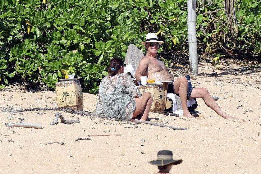 Pierce Brosnan i Keely Shaye Smith
