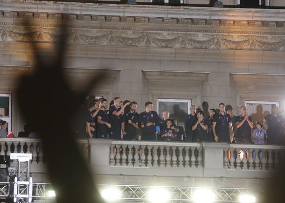 Košarkaška reprezentacija Srbije na čuvenom Balkonu posle Evrobasketa 2017