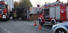 Wywrócona ciężarówka w Łodzi. Korki w całym mieście