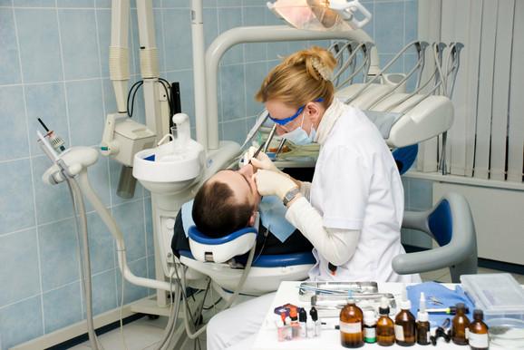 Bakterije iz usta i grla završe na plućima, zato ih treba čistiti
