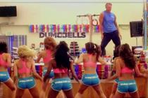 Dumbbells - gorący fit show - zwiastun