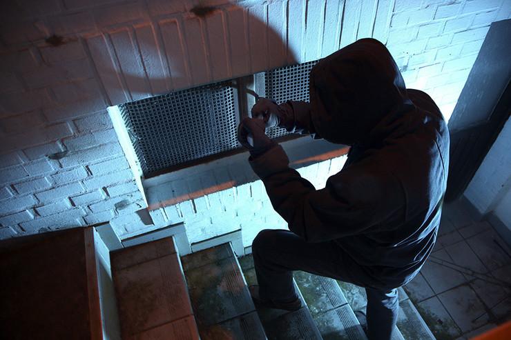 lopov-provalnik-kradja