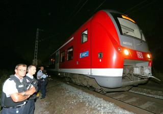 Zaatakował siekierą w pociągu w Niemczech: 4 pasażerów ciężko rannych, napastnik zastrzelony