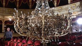 Ponad 120-letni żyrandol w Teatrze Słowackiego ma nowe żarówki