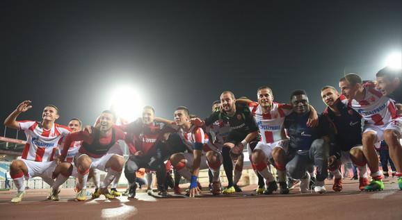 Slavlje fudbalera Zvezde sa navijačima nakon meča sa Bačkom