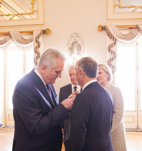Nikolić dodeljuje orden predsedniku Portugala