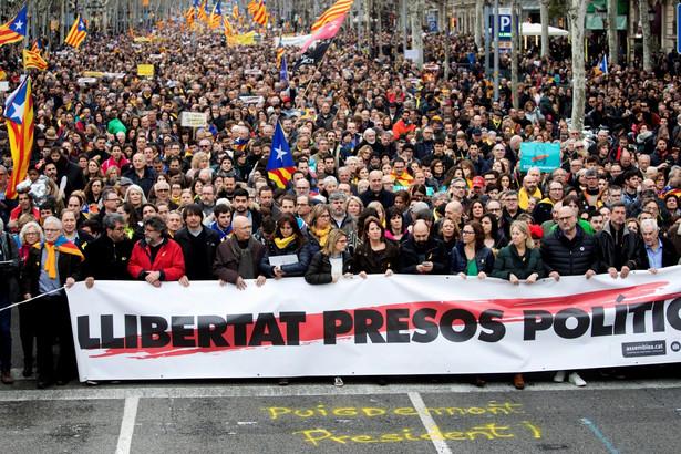 Puigdemont, ukrywający się od końca października w Belgii w obawie przed aresztowaniem, został zatrzymany w niedzielę rano na autostradzie w Niemczech, w pobliżu granicy z Danią