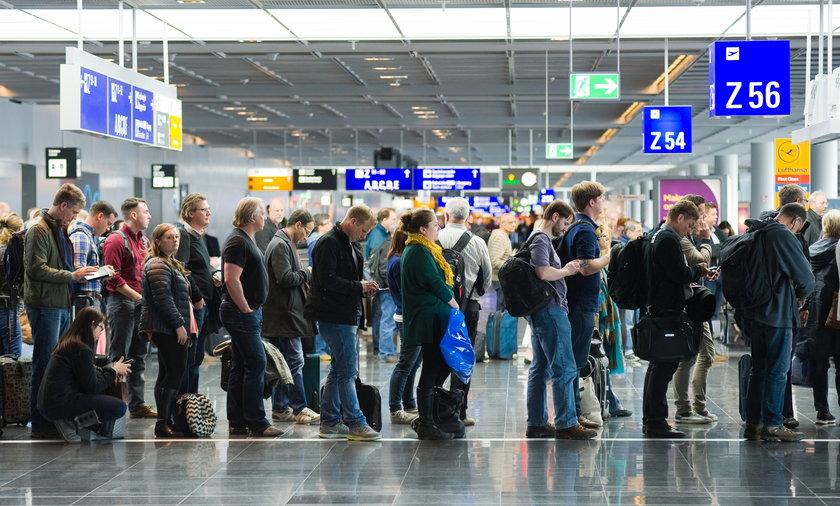 Zasady podróżowania po Europie. Zaszczepienie przeciw COVID-19 dużo ułatwi.