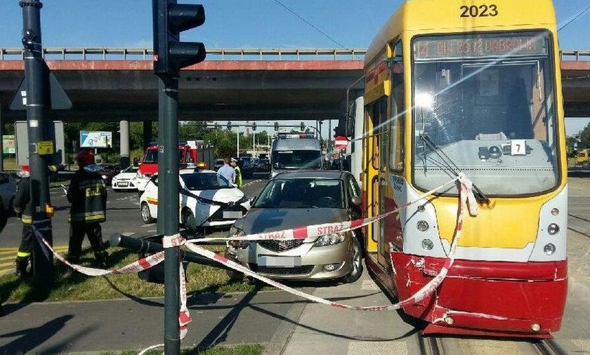 Zderzenie samochodu z tramwajem na al. Mickiewicza