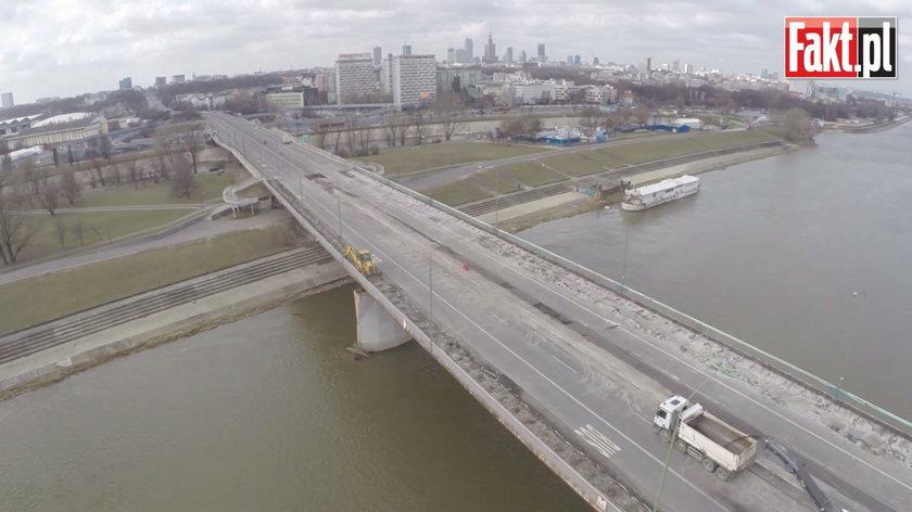 Drogowcy rozpoczęli obniżanie mostu