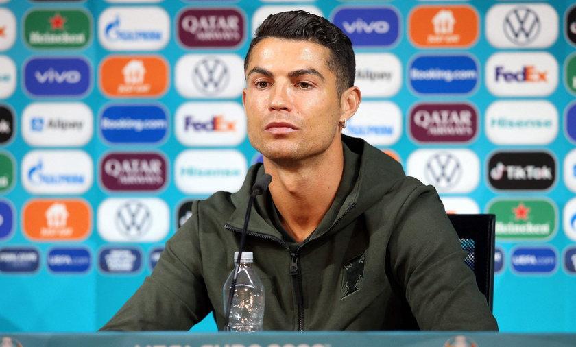 Ronaldo zezłościł się na konferencji przez butelki Coca-Coli