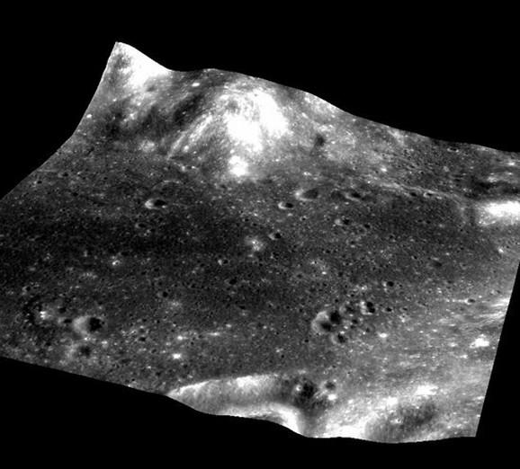 Jedan od brojnih dokaza da su ljudi zaista sleteli na Mesec - Indijska organizacija za istraživanje svemira (ISRO) je 2009. fotografisala mesto sletanja