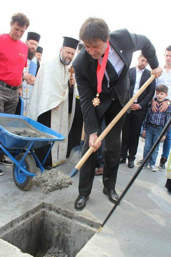 Bratislav Gašić je finansijer izgradnje crkve