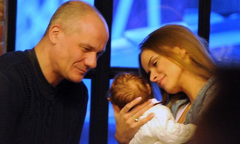 Piotr Zelt i Monika Ordowska z dzieckiem