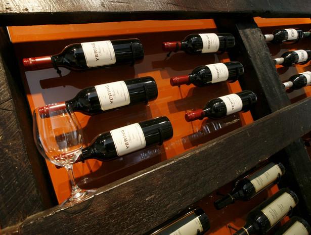 Wina, które jest inwestycją, nie przechowuje właściciel, lecz jest ono trzymane w specjalnych certyfikowanych magazynach, gdzie panują ściśle określona temperatura i wilgotność.