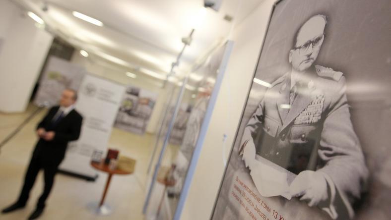 Prezes Instytutu Pamięci Narodowej Łukasz Kamiński podczas konferencji prasowej w związku z 30. rocznicą wprowadzenia stanu wojennego,fot.PAP/Paweł Supernak
