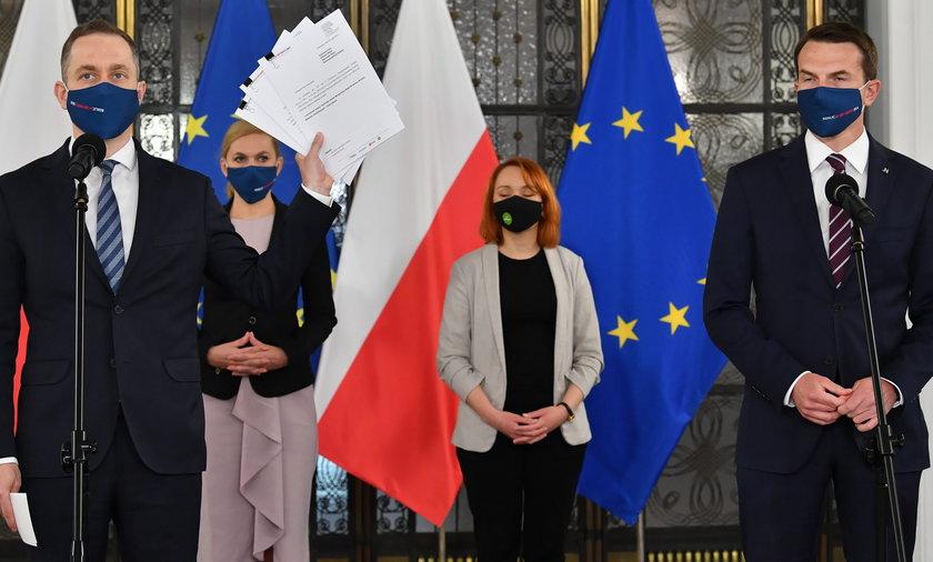 KO składa wnioski o wotum nieufności wobec Jacka Sasina, Michała Dworczyka i Mariusza Kamińskiego.