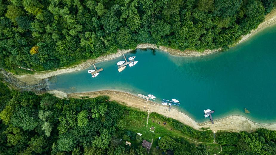 Gdzie jechać nad jezioro? Najpiękniejsze jeziora w Polsce na wakacje i nie tylko