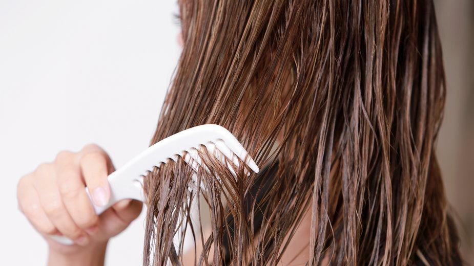 Domowa płukanka do włosów. Wygładza i nadaje blask