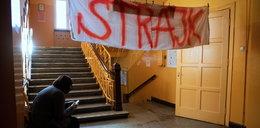 """Strajk nauczycieli coraz bardziej realny? """"Rząd złamał porozumienie"""""""