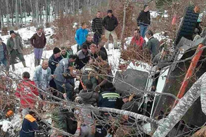Kamion PUN DRVA sleteo sa puta kod Kolašina, vozač i suvozač lakše povređeni (FOTO)
