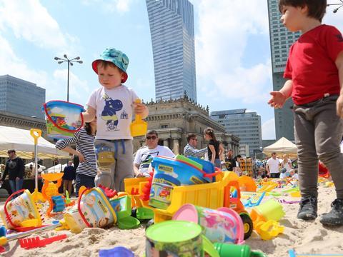 11bb07370bffd Dzień Dziecka warto spędzić w rodzinnym gronie. Z tej okazji w niemal  każdej dzielnicy Warszawy, 3 oraz 4 czerwca organizowane będą imprezy z  myślą o ...
