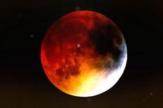 Spremite se za POTPUNO POMRAČENJE: Noćas će na nebu biti KRVAVI MESEC, a teoretičari zavere tvrde da je to znak BIBLIJSKOG PROROČANSTVA