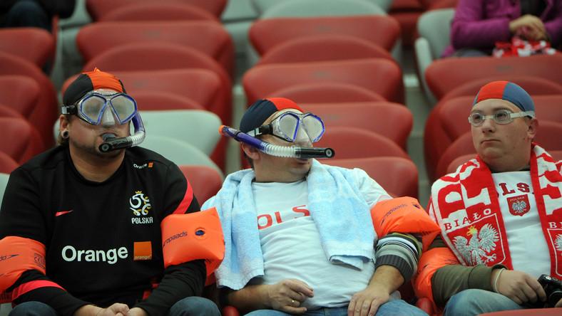 Polscy kibice na trybuach Stadionu Narodowego w Warszawie
