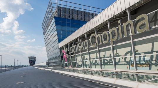 2f93487c72ee4 Business Insider Polska ujawnia szczegóły kontrowersyjnych negocjacji na  Lotnisku Chopina wartych ponad 710 mln zł