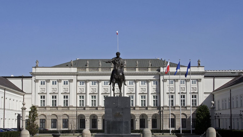 Kryzys, a prezydent wyda fortunę na oświetlenie swego pałacu