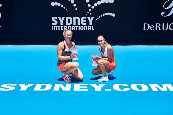 Katerina Sinijakova i Aleksandra Krunić slave titulu u Sidneju
