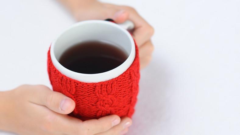 Dobrym sposobem na złagodzenie objawów nadpobudliwości psychoruchowej jest picie herbatek ziołowych lub naparów z ziół. Te napoje pomagają także osobom, które są podenerwowane i mają problemy z koncentracją