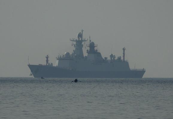 Kinezi polažu pretenzije na skoro čitavo Južno kinesko more, dok Amerikanci traže slobodu plovidbe