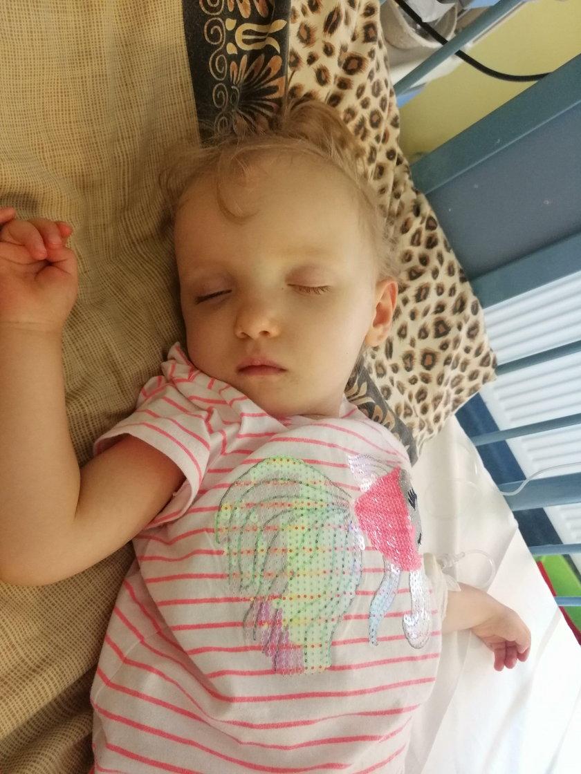 Mała Julka walczy o każde uderzenie serca